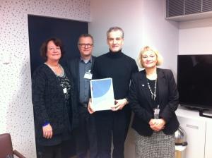 Ergoterapeutene (Toril Laberg, Nils Erik Ness og Mette Kolsrud) i møte med helseminister Gahr Støre