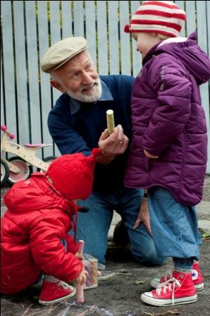 336x400-bestefar-barn-kritt6425